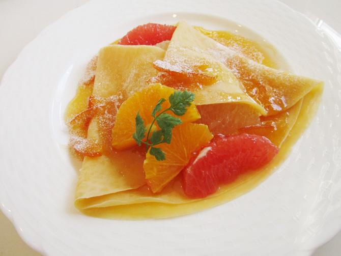 柑橘フルーツのクレープ